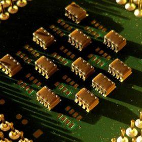 سیلیکون چیست و چرا تراشه های رایانه ای از آن ساخته می شوند؟